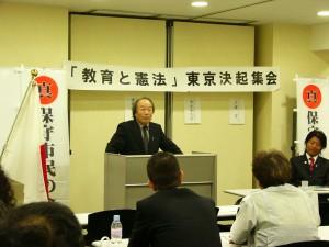 聴衆に誇りかける戸塚宏校長